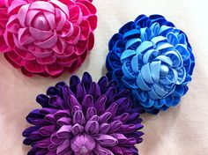Make these awesome fabric flowers! http://www.clothworks.com/blog/?p=2535