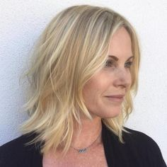 Short-to-Medium Blonde Waves - 70 Perfect Medium Length Hairstyles for Thin Hair in 2019 - The Trending Hairstyle - Page 34 Medium Hair Cuts, Medium Hair Styles, Short Hair Styles, Thin Hair Cuts, Bobs Blondes, Blonde Waves, Blonder Bob, Medium Blonde, Haircuts For Fine Hair