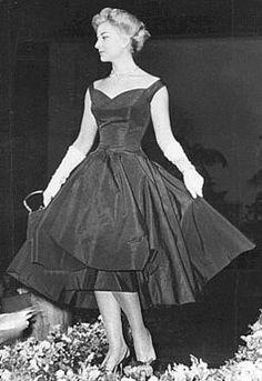 História da Moda - Anos 50 | DressModa