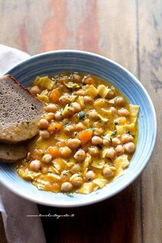 Tasty pumpkin and chickpea soup - Pumpkin and chickpea soup recipe Raw Food Recipes, Lunch Recipes, Vegetable Recipes, Wine Recipes, Soup Recipes, Vegetarian Recipes, Healthy Recipes, Italian Dishes, Italian Recipes