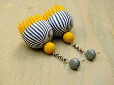 How to make hollow pod earrings by Lillian de Vries. #Polymer #Clay #Tutorials
