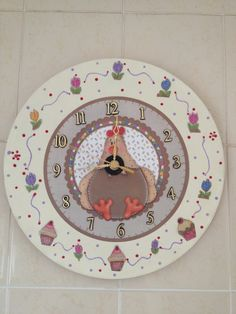 Artes da Dona De: Relógio (reciclagem e decoupagem)