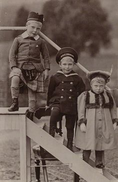 Children of George V - Prince Edward, Prince Albert and Princess Mary of York (Later Edward VIII/ The Duke of Windsor, King George VI and Mary, The Princess Royal. Queen Mary, Princess Mary, Queen Elizabeth, Oscar Wilde, Cousins, Vintage Children Photos, Vintage Photos, Queen Victoria Family, Reine Victoria