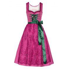 """Silk and Pearls –  Let's get married! Und wieso nicht einfach im Dirndl statt im """"normalen"""" Hochzeitskleid? Die romantischen Brautdirndl gibt es in tollen Varianten und das Beste: Nach der Hochzeit kann es wieder ausgeführt werden!"""