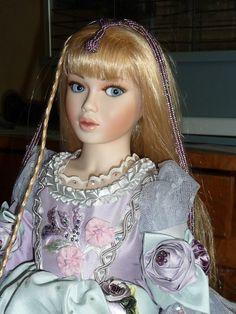 très belle poupée porcelaine MUNDIA - IRIS 65 cm Série Limité à 500 in Jouets et jeux, Poupées, vêtements, access., Autres | eBay