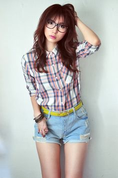 Sky-blue-jeans-white-shirt-navy-shirt-salmon-shirt-mustard-belt_400
