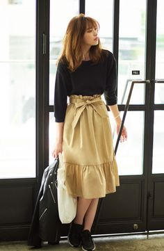Modest Outfits, Dress Outfits, Fall Outfits, Dresses, Dress Skirt, Midi Skirt, Trendy Outfits For Teens, Beige Skirt, Corporate Wear