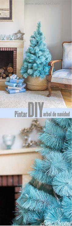 Cómo pintar un árbol de navidad con spray y purpurina. Árbol de navidad azul. Blue christmas tree. #spray #painting #pintura #spray #arbol #navidad #christmascrafts