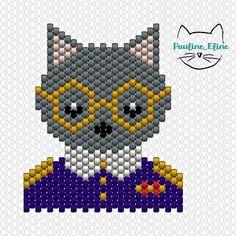 l'amiral a ses fans! Pour info le bleu de l'uniforme c'est le db 0756 mat opaque cobalt. Bon vendredi! #jenfiledesperlesetjassume #miyukibeads #miyuki #diagrammeperles #beadpattern #cat #brickstitch #motifpauline_eline