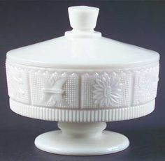Westmoreland, Princess Feather-Milk Glass at Replacements, Ltd Vintage Dishware, Vintage Pottery, Westmoreland Glass, Art Deco Lamps, Antique Lamps, Fenton Glass, Glass Boxes, Carnival Glass, Glass Collection