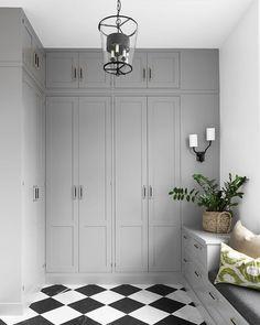 5 vanliga inredningsmissar i hallen – och hur du löser dem Armoire Dressing, Dressing Room, Closet Bedroom, Interior Design Living Room, Hall Interior, Interior Paint, Mudroom, Dream Decor, Home Remodeling