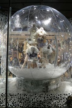 Vitrines Topshop - Londres, novembre 2010 www.instorevoyage.com   #in-store marketing #visual merchandising