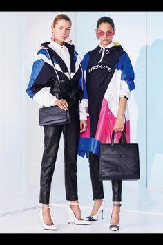 Fashion Week Milan Resort 2019 look 22 from the Versace collection womenswear Golf Fashion, Fashion Week, Sport Fashion, Trendy Fashion, Fashion Outfits, Womens Fashion, Fashion Trends, Fashion 2017, Vogue