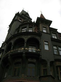 No one would ever rob this home!!!