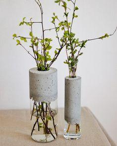 Modern vase made of glass and concrete. Vase for flowers handmade. Loft vase Modern vase made of glass and concrete. Vase for flowers handmade. Cement Art, Concrete Crafts, Concrete Art, Concrete Projects, Concrete Design, Polished Concrete, Art Concret, Loft Stil, Beton Design