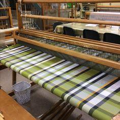 Nappe en Orlex tissée toile de 60 X 108 pouces. Tablet Weaving, Loom Weaving, Hand Weaving, Weaving Textiles, Weaving Patterns, Outdoor Sofa, Outdoor Decor, Weaving Projects, Weaving Techniques