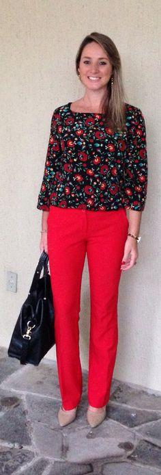 Look de trabalho - look do dia - moda corporativa - calça vermelha - blusa floral - dark floral - red. pants