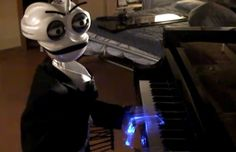 Piano-Playing Robot Has 19 Fingers