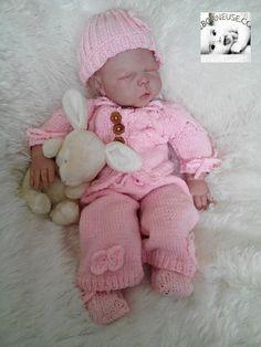 ensemble naissance tricoté,encolure feuille ensemble orné de papillons crochet http://www.alittlemarket.com/boutique/reborneuse_shop-710861.html
