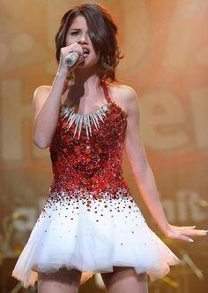 Super Slim Selena Gomez Perform at Jingle Ball
