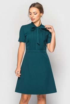 Dark Green Dress with bow neck Cocktail tucked dress Casual Dresses For Teens, Trendy Dresses, Nice Dresses, Casual Dresses, 60s Dresses, Vintage Dresses, Short Green Dress, Green Dress Casual, Dress With Bow