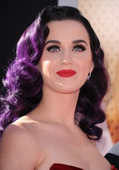 Katty perry purple hair, totally totally beyond in love with it.