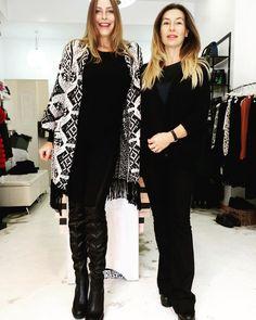 #StefaniaOrlando Stefania Orlando: Con la mia amica shopping a @movidashop  #Roma #stivali #stivalialti #poncho #outfit