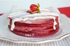 I pancake red velvet sono un'idea carinissima per una colazione da servire durante le feste, magari proprio per la mattina di capodanno. Potete preparare i pancake red