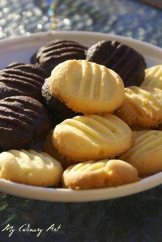 Są to chyba najprostsze ciasteczka jakie w życiu przyszło mi robić :) Po upieczeniu są delikatne, kruche, z wyraźną nutą masełka, dosłownie... Christmas Desserts, Pretzel Bites, Muffin, Food And Drink, Bread, Cookies, Pasta, Breakfast, Cake