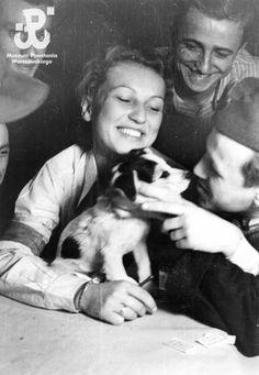 """Polish Insurgents during the Warsaw Uprising. From left: senior rifleman Andrzej Mazurkiewicz """"Rost"""", Hanna Pruszkowska """"Baska"""" the dog Dot, Cpl. Cadet. Andrew Koritski """"Falcon"""", senior rifleman Zbigniew Rozental """"Wyrwicz"""""""