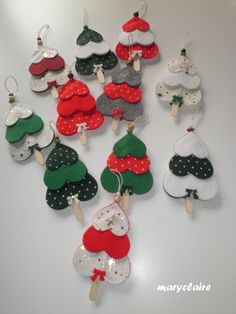 tanti alberelli - Happy Christmas - Noel 2020 ideas-Happy New Year-Christmas Popsicle Crafts, Craft Stick Crafts, Felt Crafts, Diy Crafts, Christmas Activities, Christmas Crafts For Kids, Handmade Christmas, Holiday Crafts, Felt Christmas Ornaments