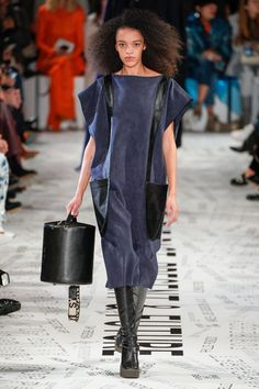 Stella McCartney Fall 2019 Ready-to-Wear Collection - Vogue Stella Mccartney Dresses, Fashion Show, Fashion Trends, Catwalk, Ready To Wear, Autumn Fashion, Fall Winter, My Style, How To Wear