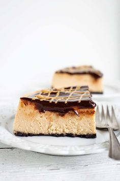 This Instant Pot Peanut Butter Cheesecake can be done quickly and right in the instant pot. It's a great cheesecake for the peanut butter lovers out there! Gluten Free Cheesecake, Homemade Cheesecake, Cheesecake Recipes, Cupcake Recipes, Cookie Recipes, Dessert Recipes, Chocolate Peanut Butter Cheesecake, Peanut Butter Recipes, Chocolate Ganache
