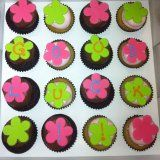 mini-cupcakes-with-flower-letter Flower Letters, Mini Cupcakes, Sugar, Gift Ideas, Lettering, Cookies, Flowers, Desserts, Gifts