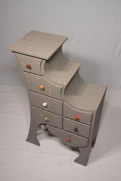 épinglé par ❃❀Catherine Aeschlimann ❁✿à partir de sarreve. meuble en carton