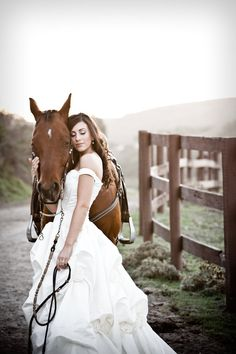bride and her steed Horse Wedding Photos, Bridal Pictures, Wedding Dresses Photos, Wedding Pics, Wedding Ideas, Bridal Portrait Poses, Bridal Poses, Bridal Shoot, Wedding Photoshoot