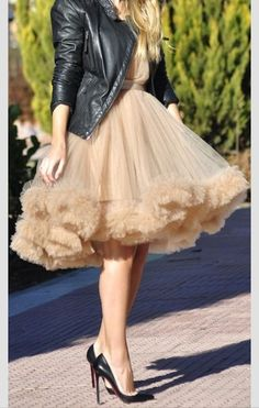 Dress: knee length tutu peach es frilly