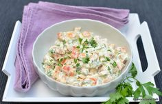 Salată de morcovi fierți cu usturoi, pătrunjel verde și dressing cremos | Savori Urbane Potato Salad, Potatoes, Ethnic Recipes, Food, Green, Meal, Potato, Essen