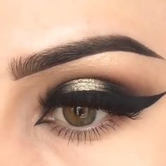 makeup video Eye Makeup 2019 Tired of spending loads of money on beauticians and beauty parlors? Here are 15 beauty hacks and secrets that save you loads of money. Makeup Inspo, Makeup Inspiration, Makeup Tips, Beauty Makeup, Hair Makeup, Makeup Hacks Videos, Halo Eye Makeup, Beauty Skin, Eyeshadow Looks