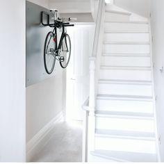 Flur Diele Wohnideen Möbel Dekoration Decoration Living Idea Interiors home corridor - Minimal weiß Flur mit Fahrrad