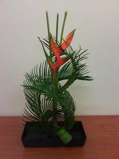 Aquí el lujo es la única heliconias y las palmas curveadas con 3 varas de bambú.