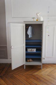 armoire vert de gris l 39 ext rieur et bleu p trole l 39 int rieur atelier charivari. Black Bedroom Furniture Sets. Home Design Ideas