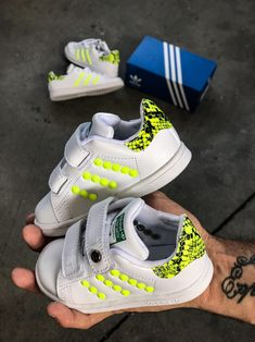 Adidas custom by Muffinshop Air Max Sneakers, Sneakers Nike, Adidas Baby, Mom And Baby, Huaraches, Nike Huarache, Nike Air Max, Collection, Shoes