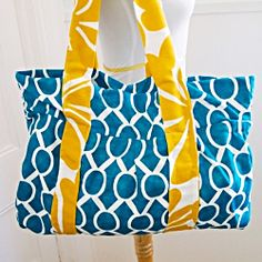 This lovely tote is the perfect size for your day at the beach. Pack your towel, sunscreen and snack in this fabric lined bag.