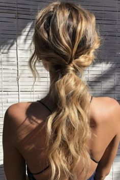 Summer hair inspo: Natural loose curls tied in a low ponytail. Summer hair inspo: Natural loose curls tied in a low ponytail. The post Summer hair inspo: Natural loose curls tied in a low ponytail. appeared first on Summer Ideas. Low Ponytail Hairstyles, Wavy Ponytail, Ball Hairstyles, Summer Hairstyles, Trendy Hairstyles, Formal Ponytail, Low Ponytails, Ponytail Wedding Hair, Curled Hair Prom