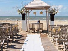 Meijer aan Zee is een sfeervolle locatie op het strand van Zandvoort. Dat is dus trouwen met je voeten in 't zand.