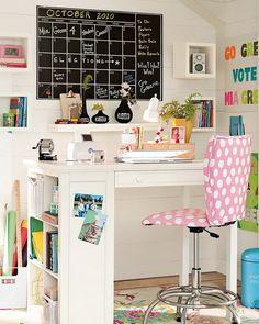 Praktikus és látványos megoldások íróasztal fölé