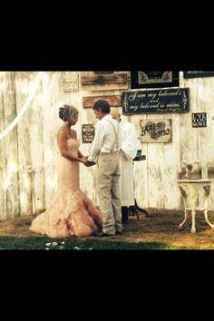Rustic wedding, countrywedding, barn wedding, pink wedding dress