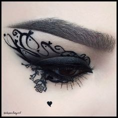 Amazing Dark/Goth eye make-up by Psycho Path... that would be perfect also for cosplaying a character like Victoria Frances' ones!
