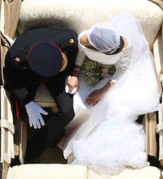 Every Stunning Shot From Meghan Markle and Prince Harry's Royal Wedding The Duchess was glowing. Prince Harry Et Meghan, Princess Meghan, Prince Henry, Harry And Meghan Wedding, Harry Wedding, Wedding Kiss, Post Wedding, Wedding Veil, Wedding Cake